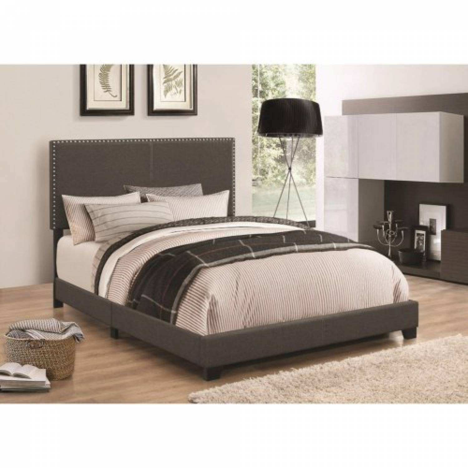 Ashley Furniture Orange County Ca: Upholstered Beds Upholstered Queen Bed With Nailhead Trim